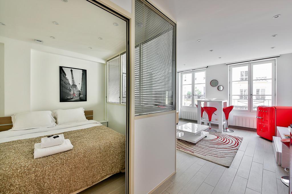 Spacious bed at Saint Denis Apartment