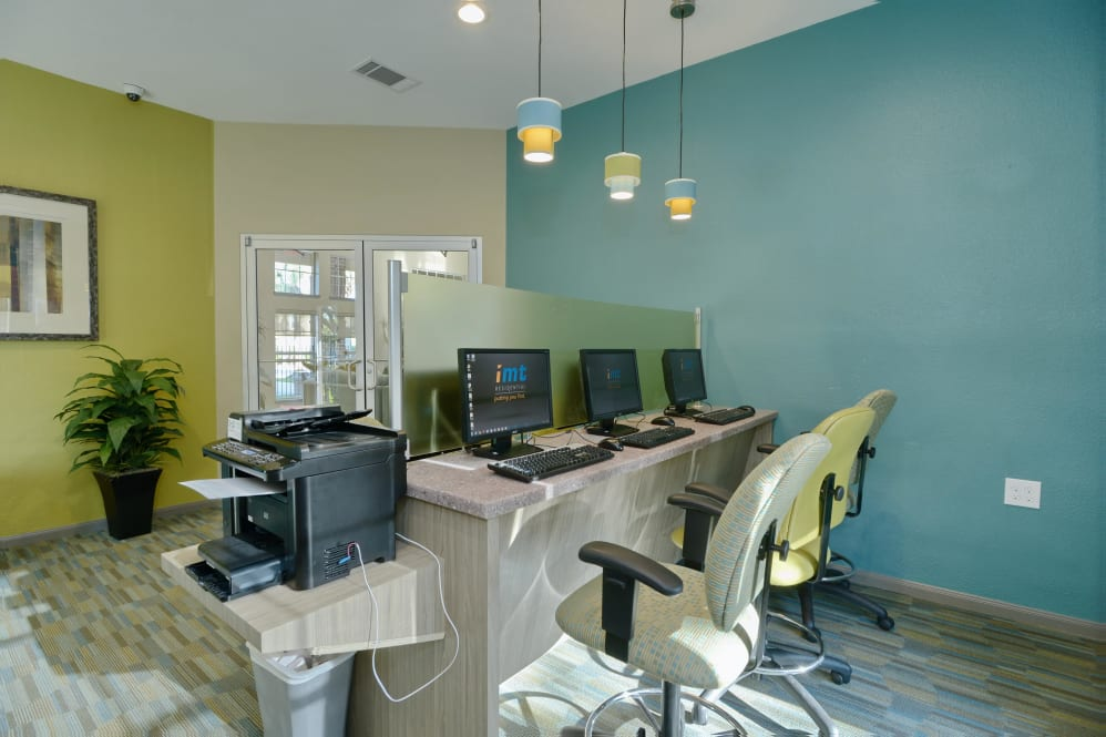 Business Centre at IMT at the Medical Center Apartment