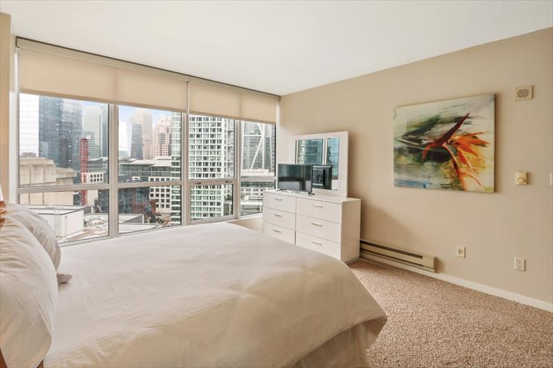Queen size bed at 388 Beale Corporate Housing