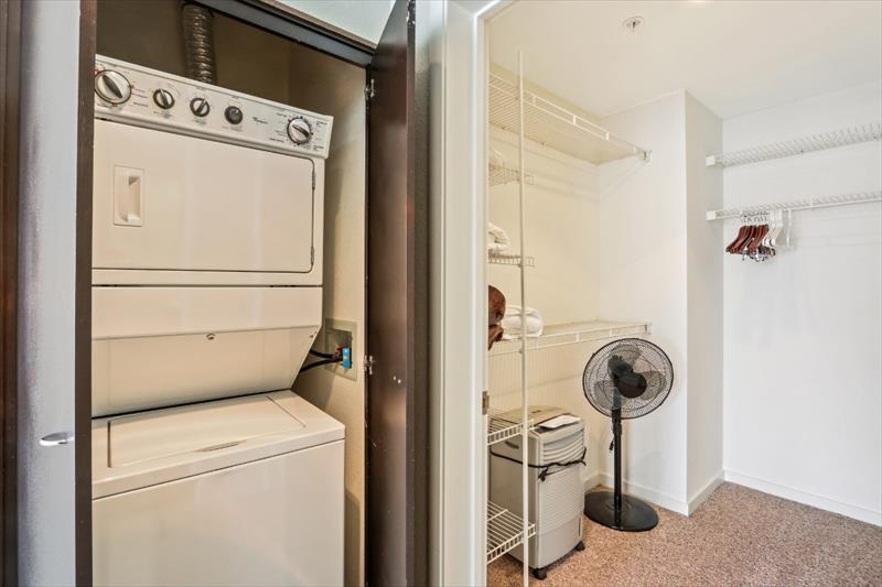 Laundry at 388 Beale Corporate Housing