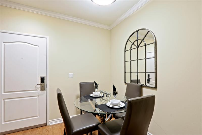 Dining table at 425 Broadway Apartments