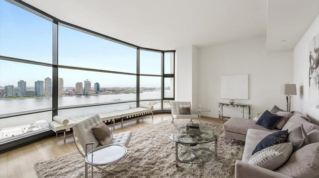 Lounge at United Nations plaza Apartments