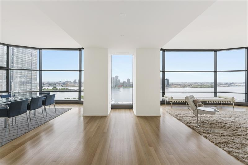 Spacious apartment at United Nations plaza Apartments