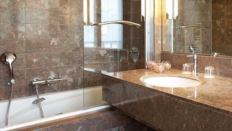 Stylish bathroom at Residence Du Roy Apartments