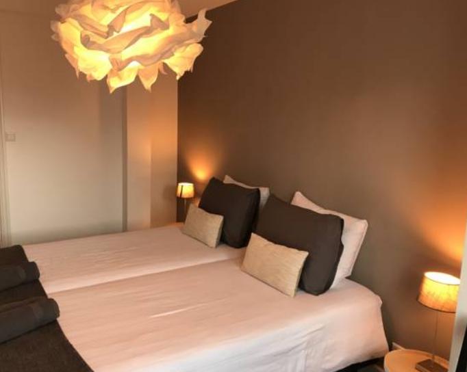 Twin beds at Arnhem Apartment
