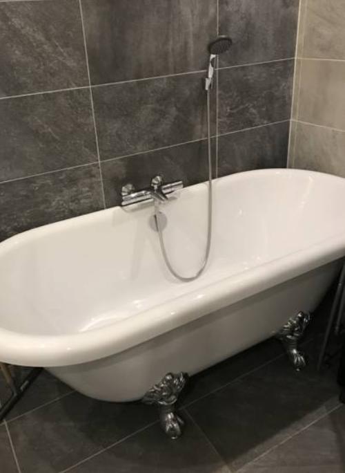 Bath at Arnhem Apartment