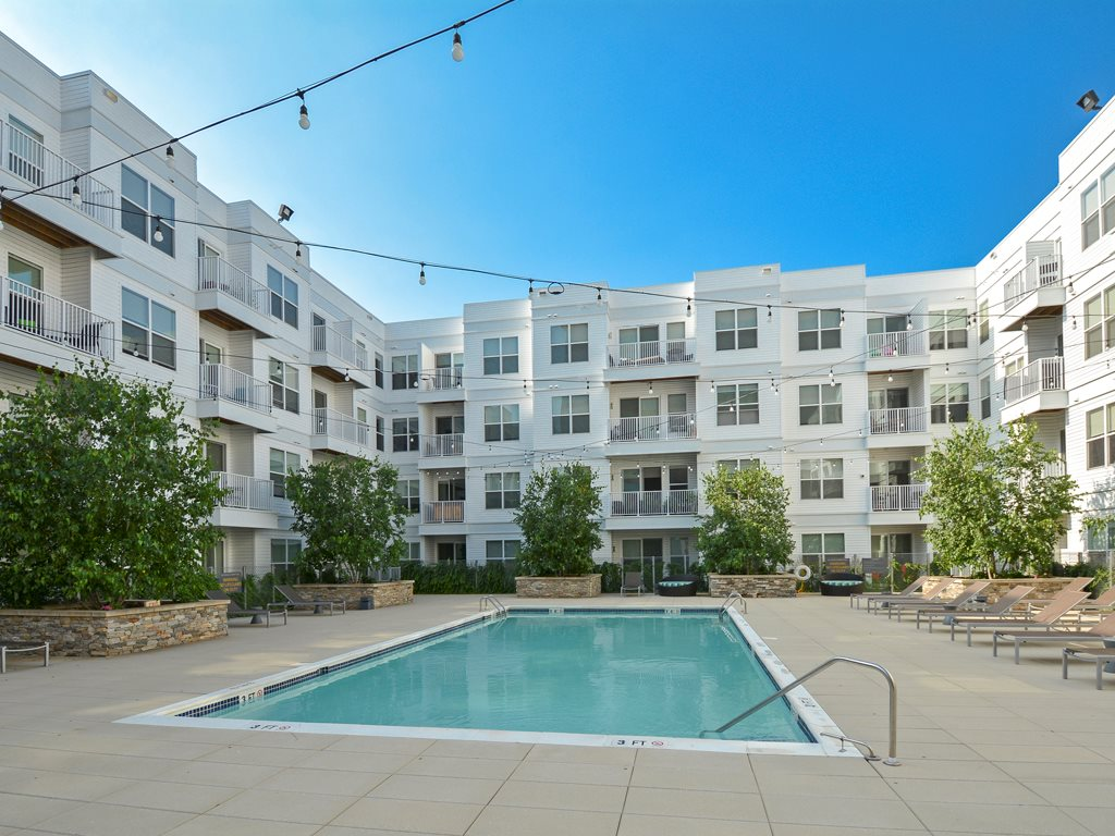 Swimming pool at 75 Tresser Boulevard Apartment