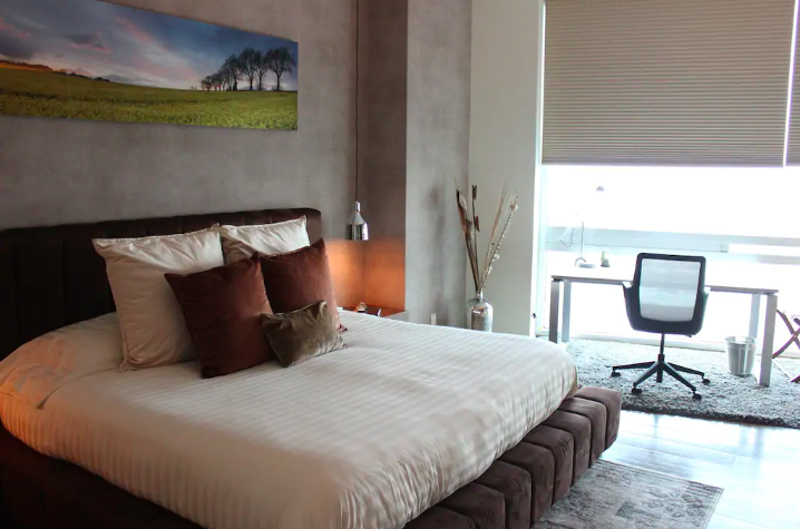 Bright bedroom at Sky View Apartment, Lomas De Santa Fe, Mexico City