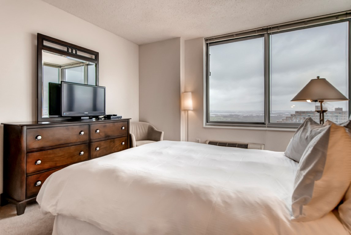 Bed at 923 Folsom Street Apartments, Soma, San Francisco