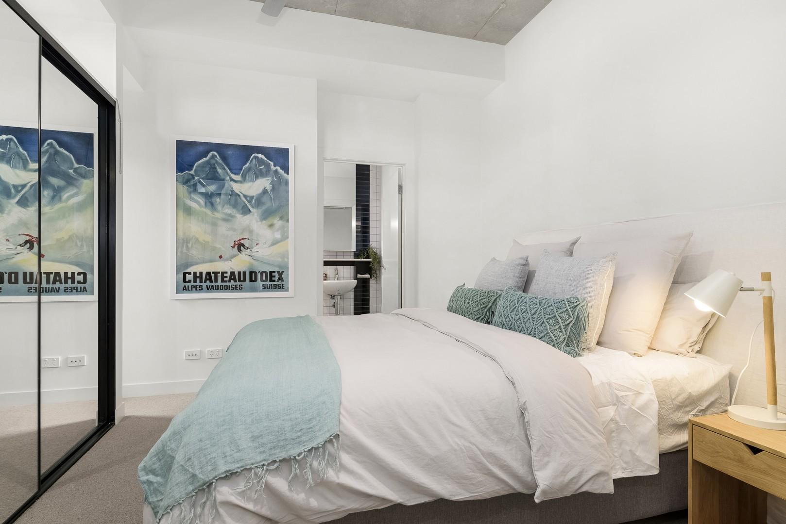 Comfortable bed at Highviews Apartment