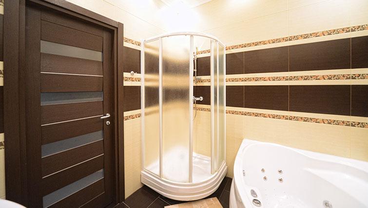 Shower in Mala Zhitomirskaya Apartment
