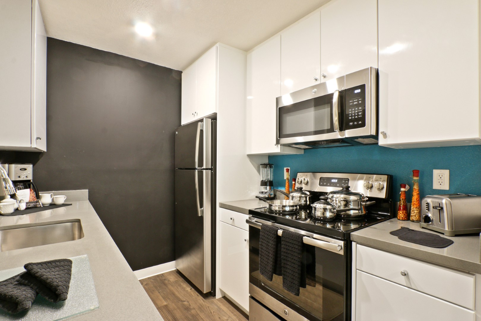 Kitchen at Ava Toluca Hills Apartments, Toluca Lake, Los Angeles