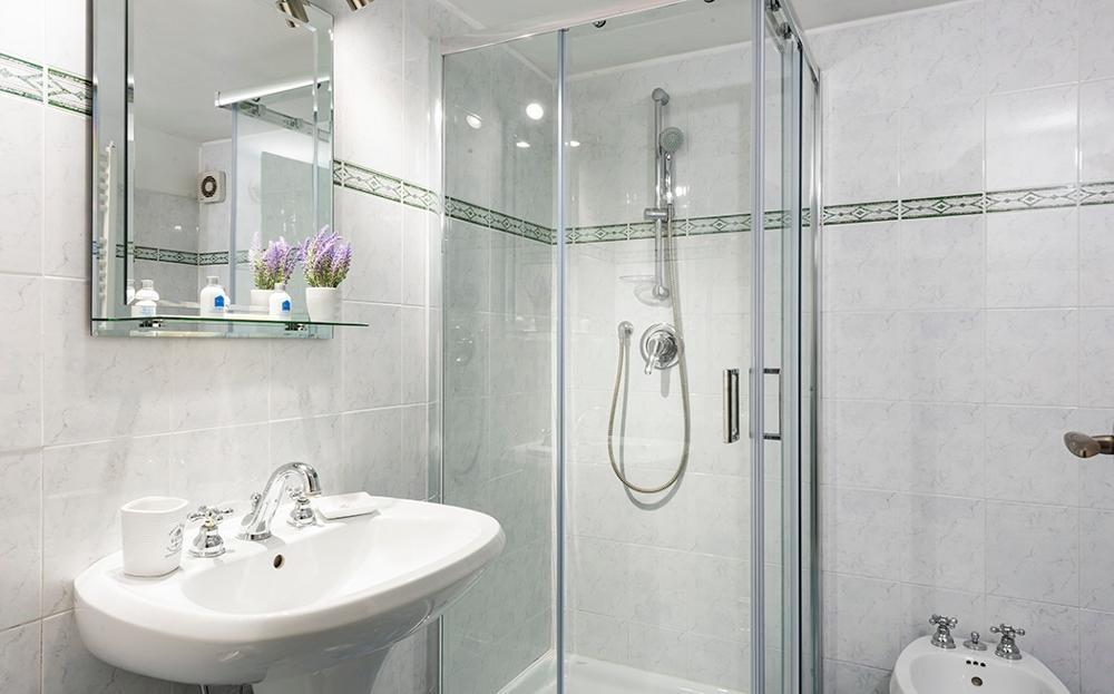 Second bathroom at Fiordaliso Apartment