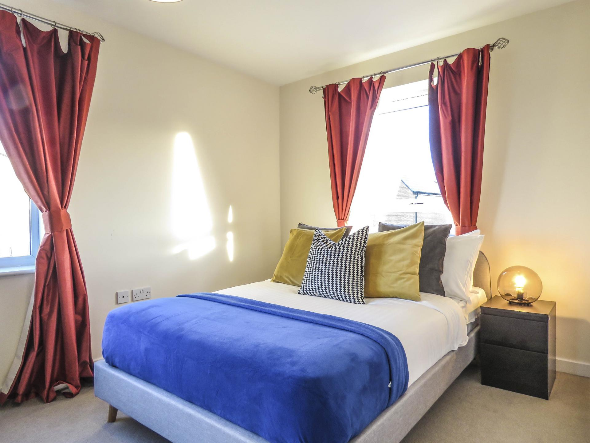 Double bed at Guildford Townhouse