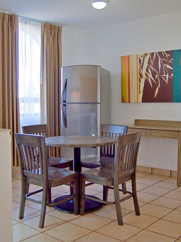 Dining table at Sunrock Apartment