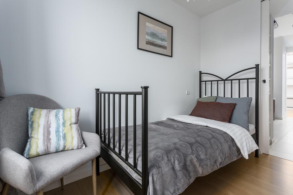 Single bed at Mirowski Square Apartment