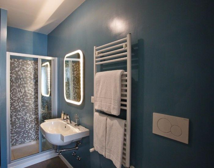 Modern bathroom at Little De Fiori Apartments