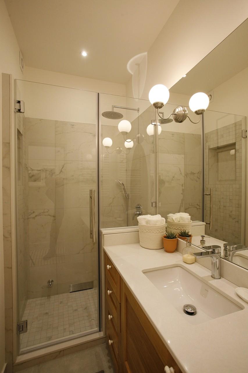 Bathroom at White Apartment, Kosančićev Venac, Belgrade