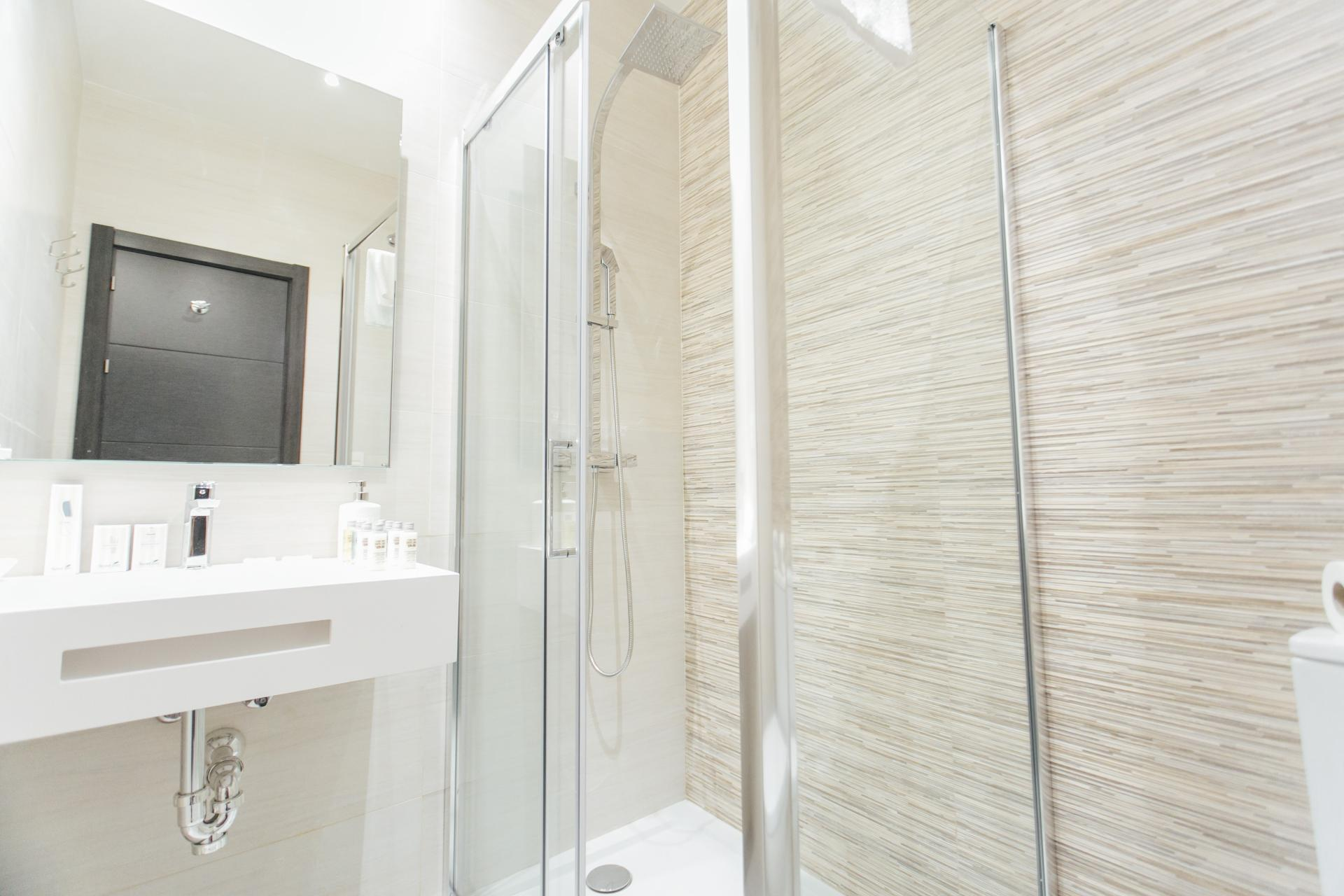 Shower at Plaza Burgos Apartment