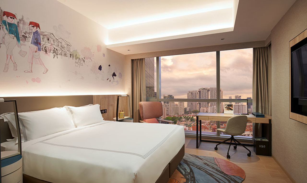 Large bed at the Capri By Fraser China Square, Singapore
