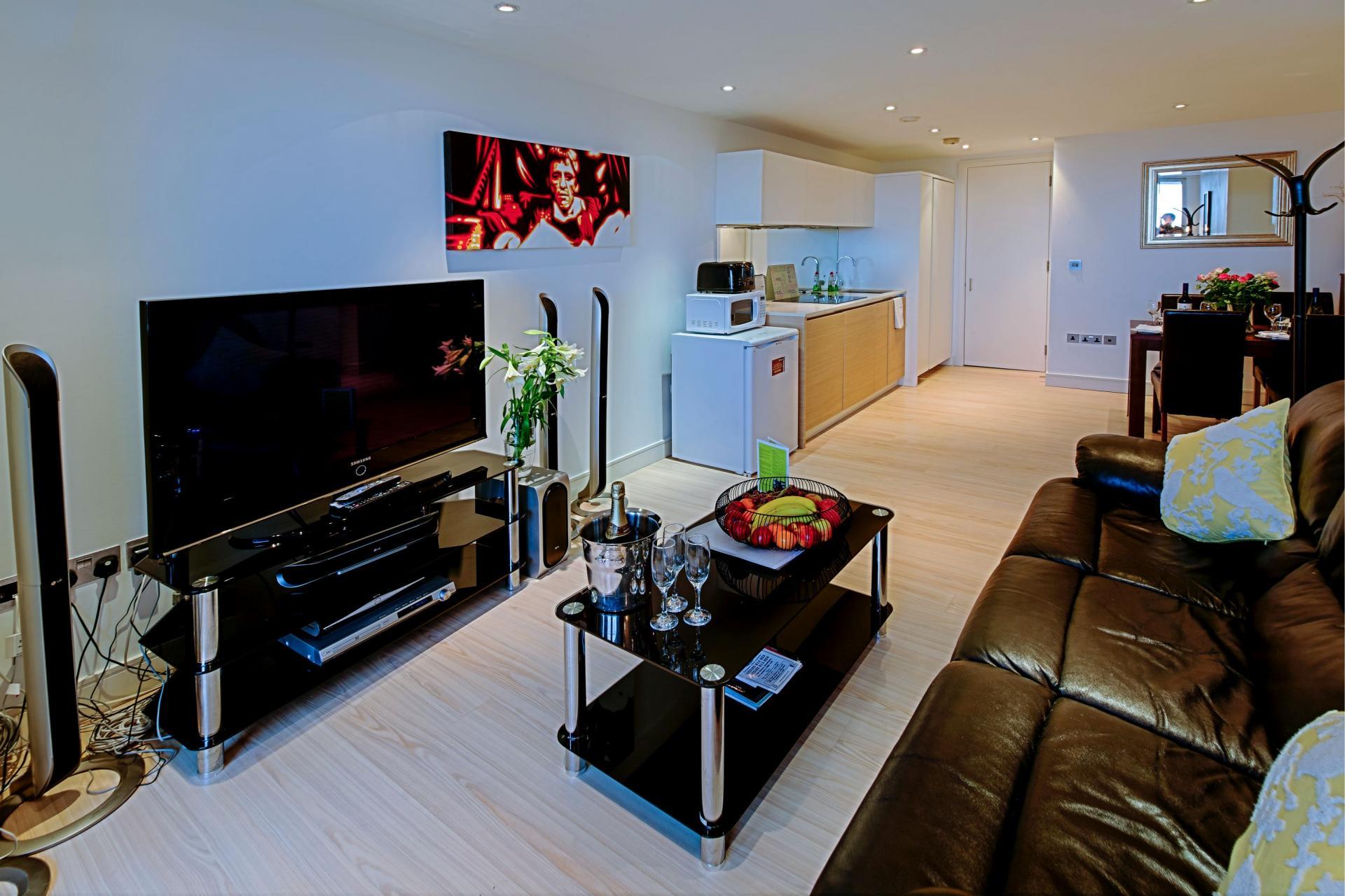 TV at Gunwharf Quays Serviced ApartmentsLoun