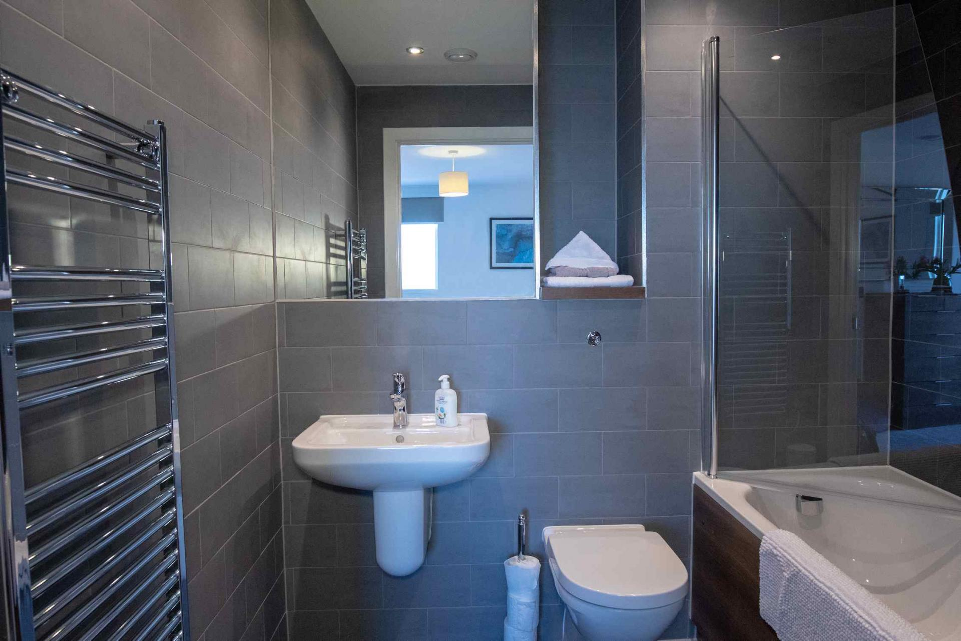 Main bathroom at Manchester Greengate Apartments