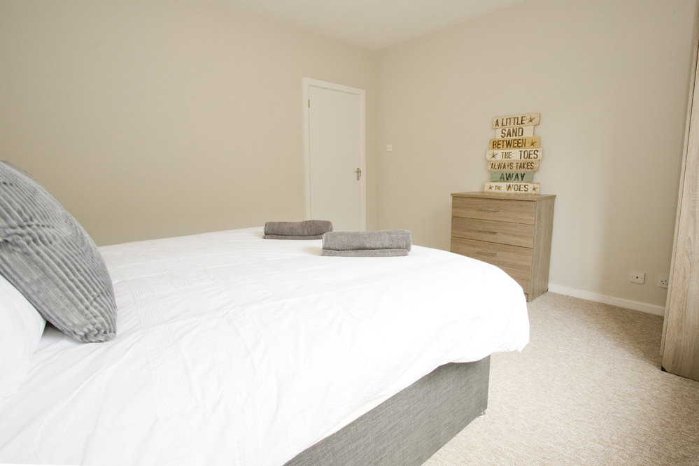 Cosy bed at Chine Gardens Apartment