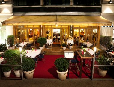 Stylish restaurant in Louisas Place Berlin