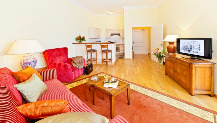 Spacious living area in Louisas Place Berlin