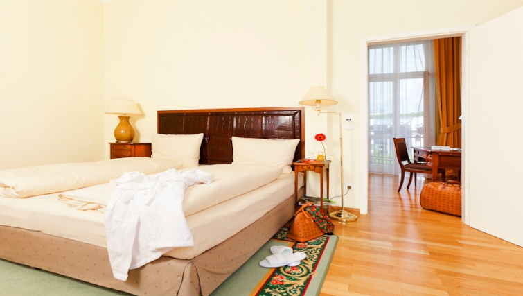 Traditional bedroom in Louisas Place Berlin