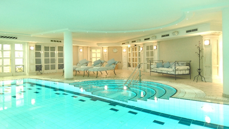 Stunning pool in Louisas Place Berlin