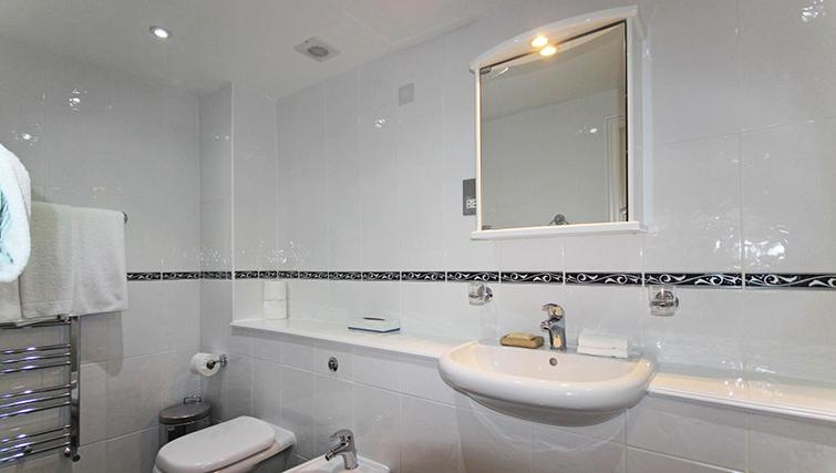 Sensible bathroom in Hertfords Mayfair Serviced Apartments