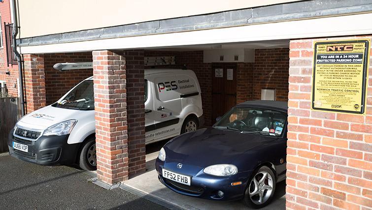 Parking at Pigg Lane Apartments