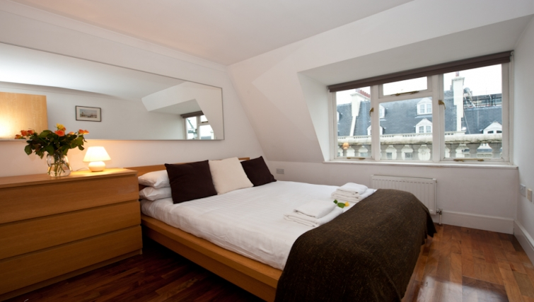 Tidy bedroom in High Street Kensington Apartments