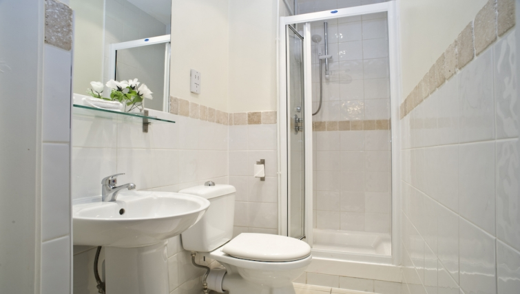 Compact bathroom in High Street Kensington Apartments