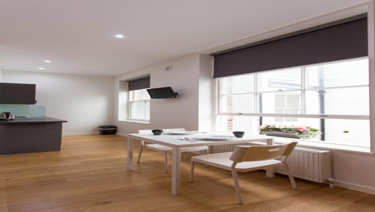 Double studio dining at Ladbroke Studios and Apartments