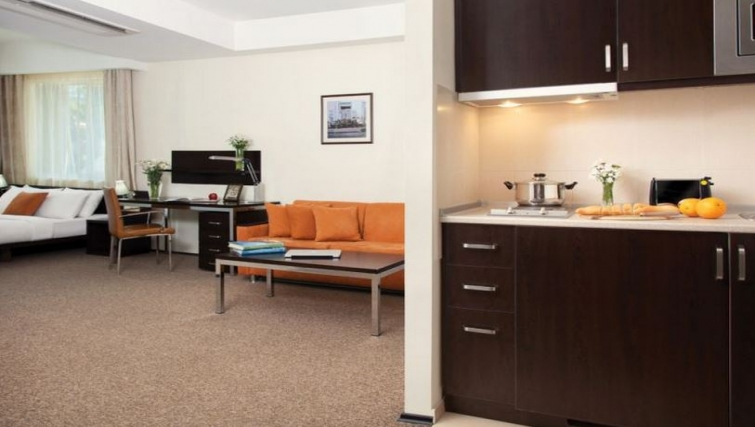Outstanding kitchen in Citadines Freedom Square Apartments