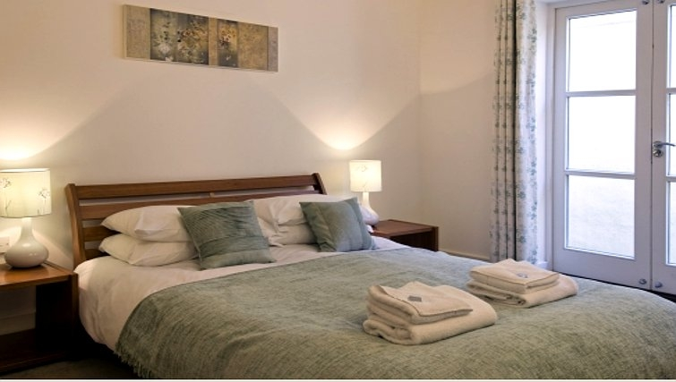 Comfortable bedroom in Manor House Apartments