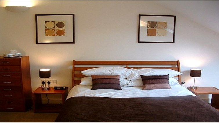 Master bedroom in Manor House Apartments