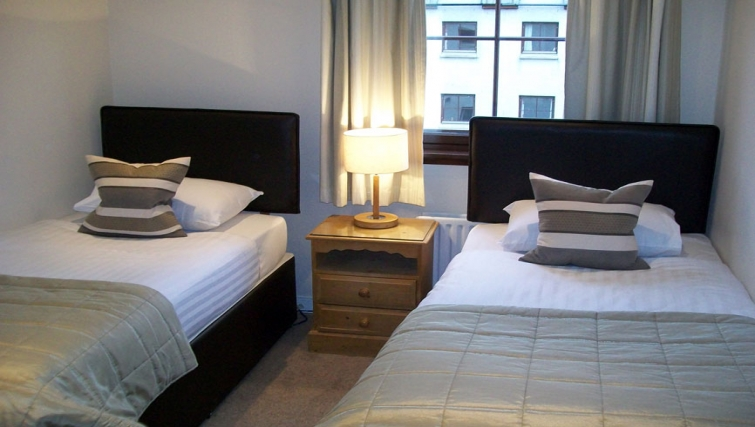 Twin bedroom in Grove Apartments