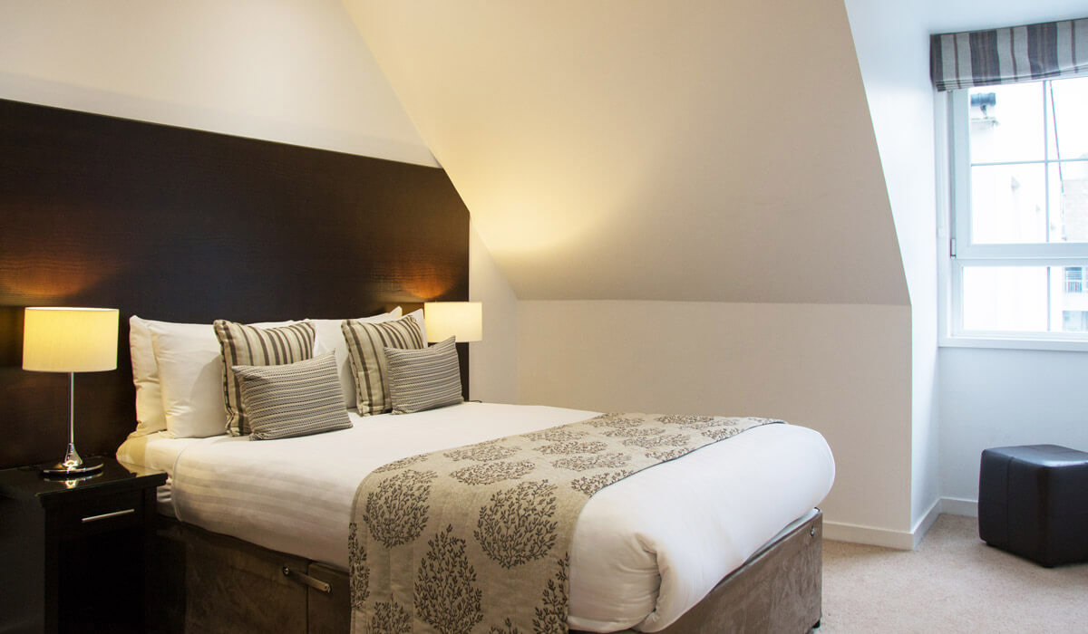Cosy bedroom in Grove Apartments