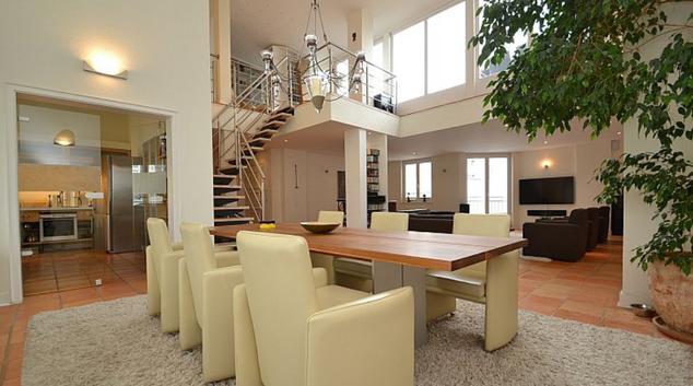 Open-plan living area at Shöneberg Apartment