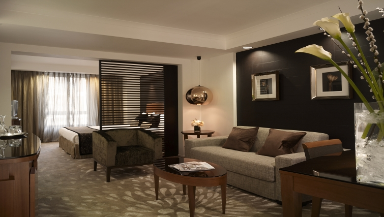 Comfortable living area in Park Plaza Victoria