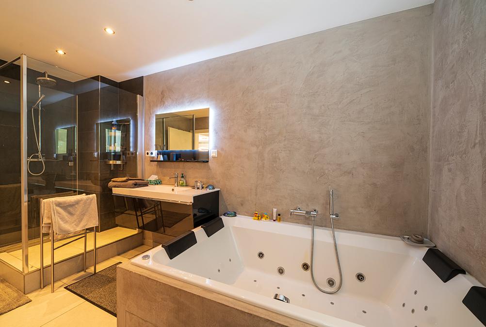 Bathroom at Rue Des Bains Apartment