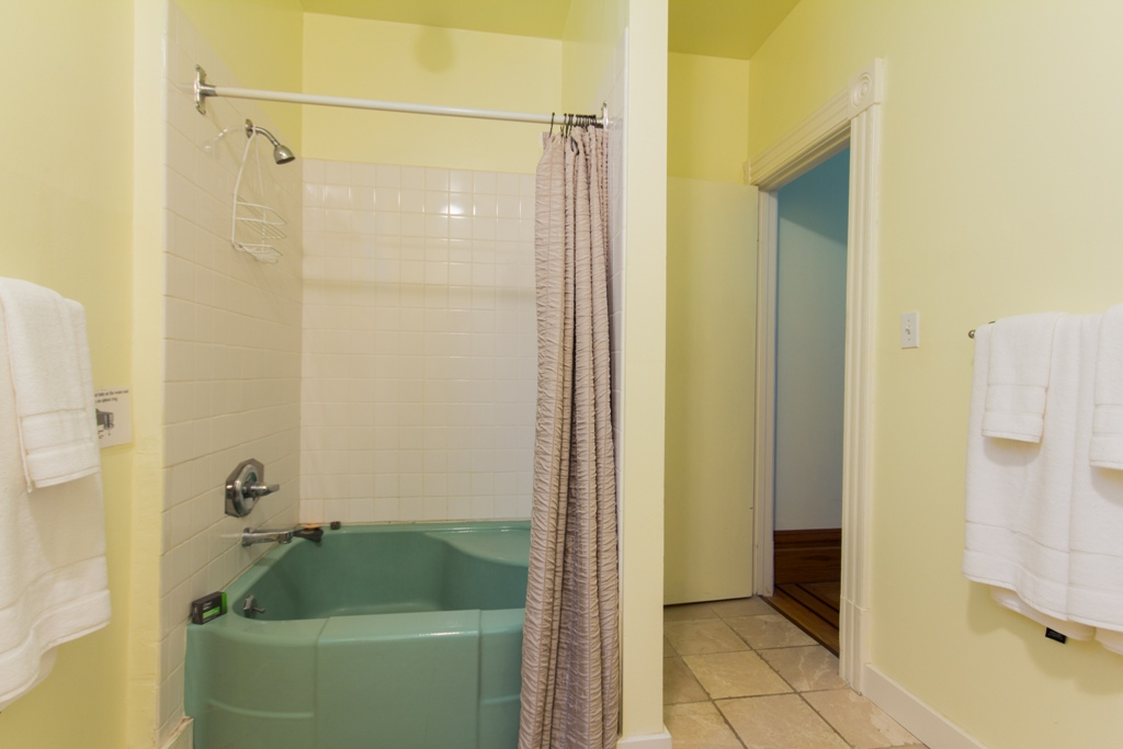 Shower at Pacific Heights Victorian Apartment, Cow Hollow, San Francisco