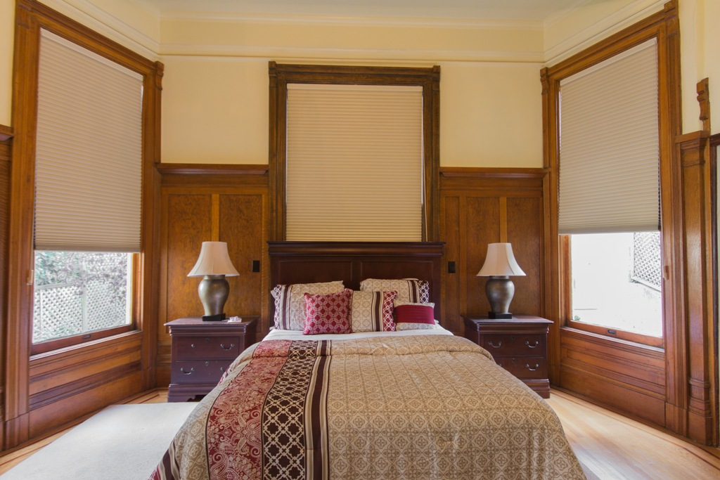 King size bed at Pacific Heights Victorian Apartment, Cow Hollow, San Francisco