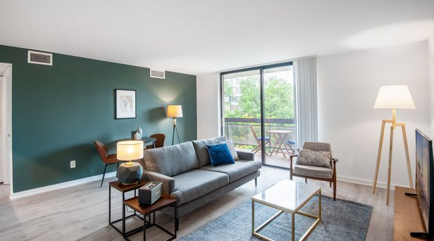 Living area at 601 24th St NW Apartments, Downtown, Washington DC