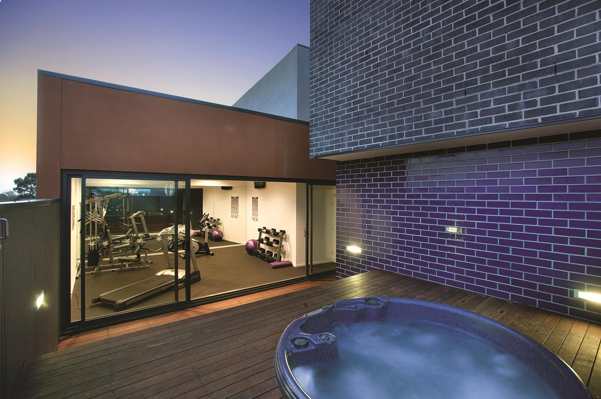Hot tub at Punthill Oakleigh Apartments