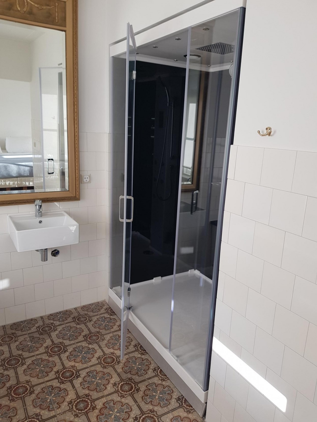 Shower at 21 Haarlemmerplein Apartments, Amsterdam