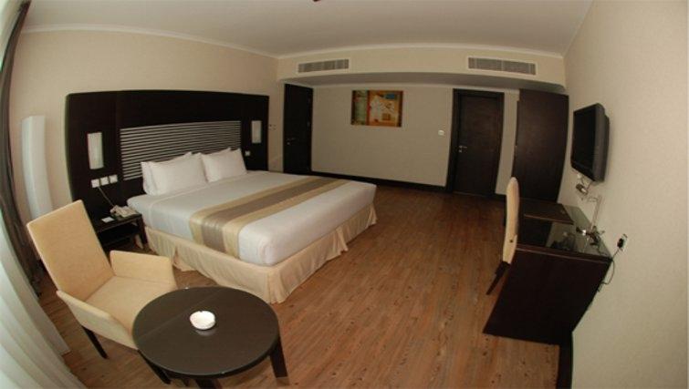 Contemporary bedroom in Holiday Villa Residence City Centre Doha